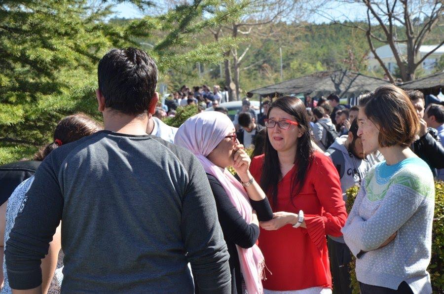 FOTO:İHA – Sİlah sesleri üzerine kampüstekiler büyük panik yaşadı.